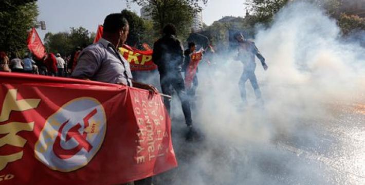 Разгон Первомая в Стамбуле: почему в Турции запрещены серп и молот?