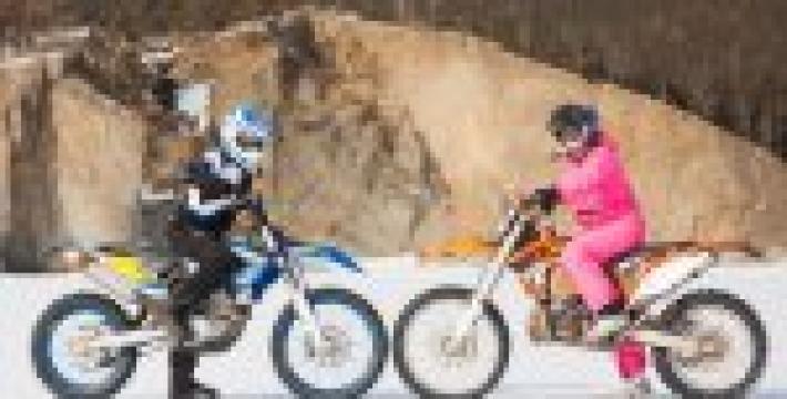 Десять девушек готовятся покорить Байкал на мотоциклах