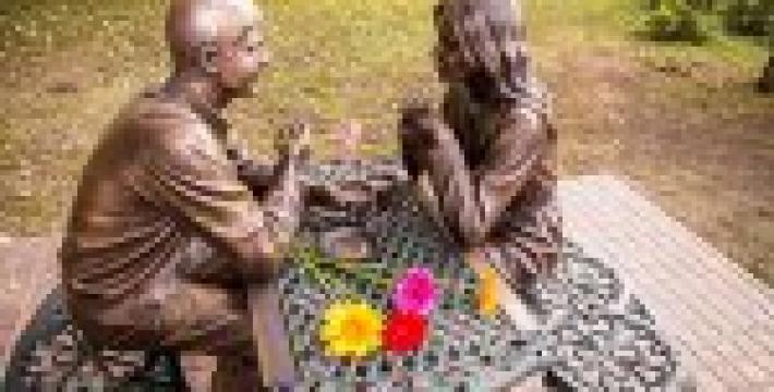 В Омске появился памятник первой встрече влюбленных