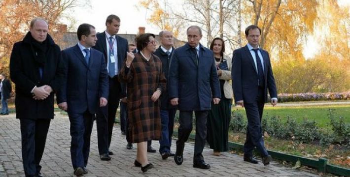 Президент России посетил государственный музей-заповедник «Тарханы»