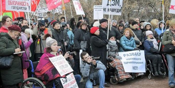 Медикам и учителям не поднимут зарплату вопреки «майским указам» Путина