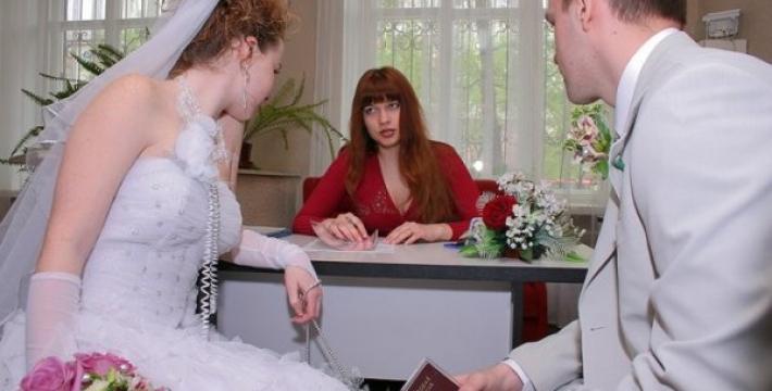 При заключении брака в России нужно будет указывать свой пол