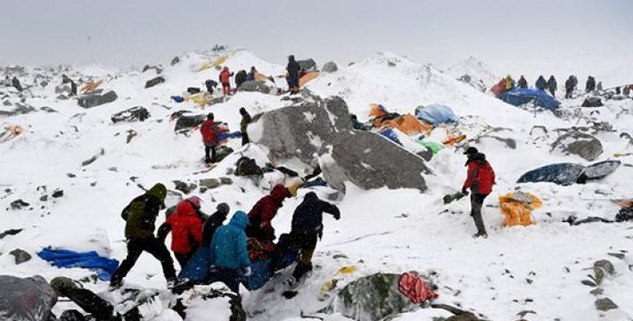 На Эвересте погибли 65 альпинистов