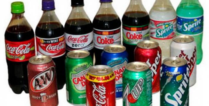 Ученые: 11 причин, по которым надо отказаться от сладких газированных напитков
