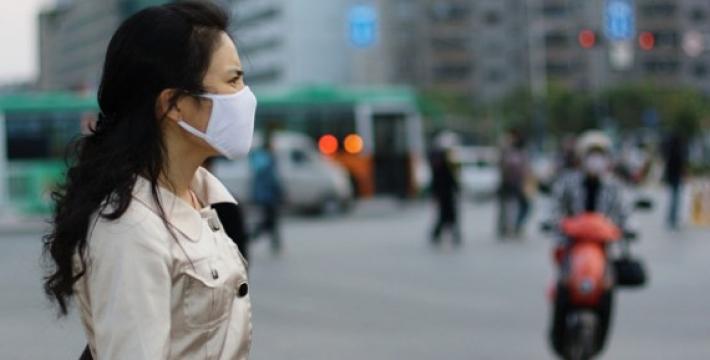 Ученые: Загрязненный воздух впитывается через кожу