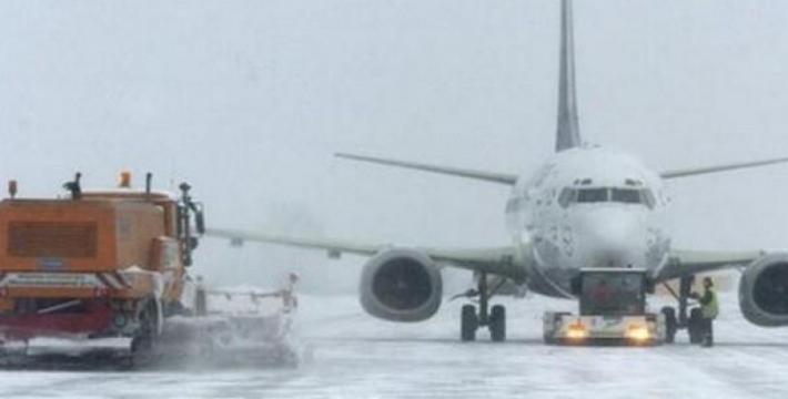 Из-за снегопада в Москве задерживаются вылеты самолетов