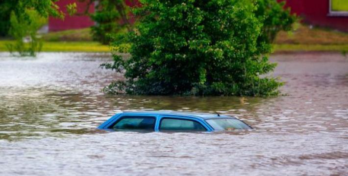 В штате Вашингтон из-за наводнений 70 000 домов остались без света
