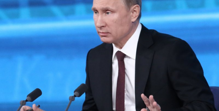 Путин дает пресс-конференцию журналистам