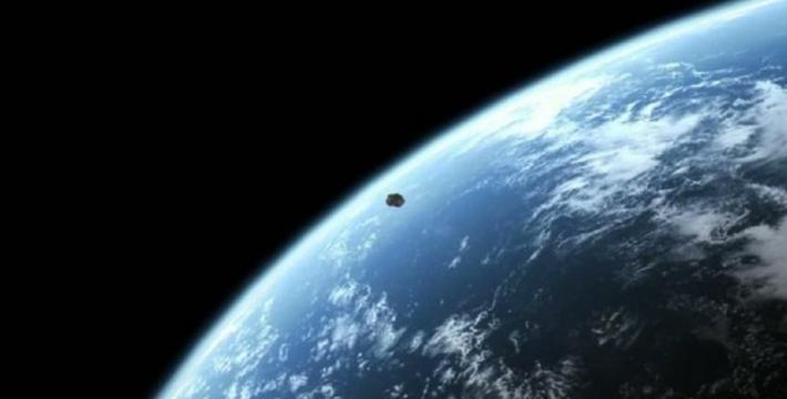 К Земле летит астероид странной формы