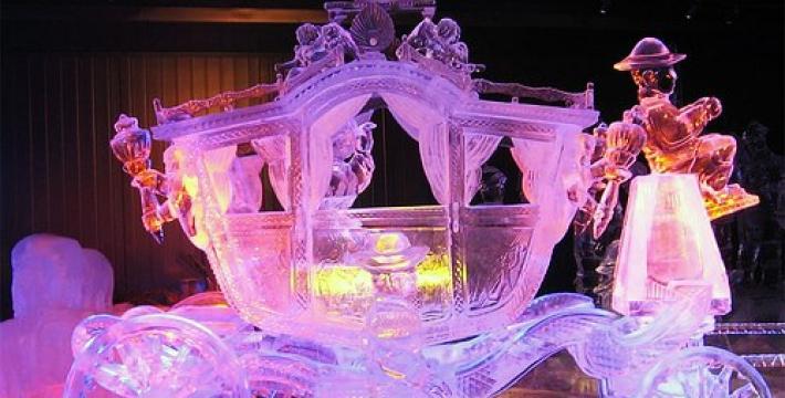Терминатор во льду: в Петербурге открылся фестиваль ледовых скульптур<