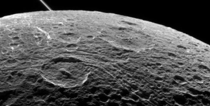 Японские ученые обнаружили на Луне кислород из атмосферы Земли<