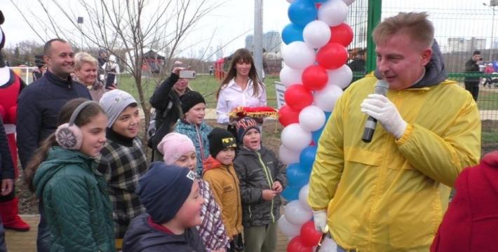 Антон Кульбачевский и Татьяна Кириенко открыли спортивную площадку в ПЗ «Сетунь»