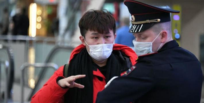 Зараженных коронавирусом иностранцев будут высылать из России