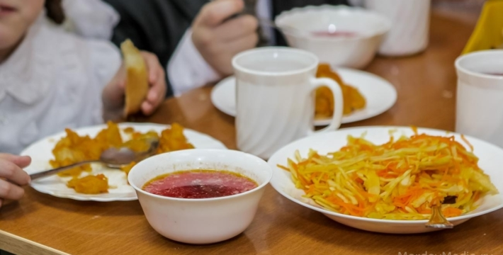 Госдума приняла закон о бесплатном питании для школьников