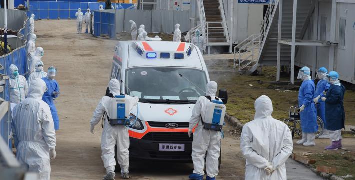 Власти Китая зафиксировали рекордный рост смертей от нового коронавируса