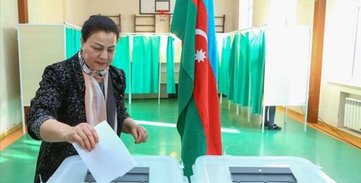 В Азербайджане проходят внеочередные парламентские выборы