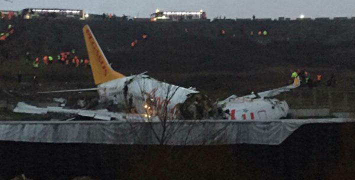 В аэропорту Стамбула потерпел крушение пассажирский самолёт