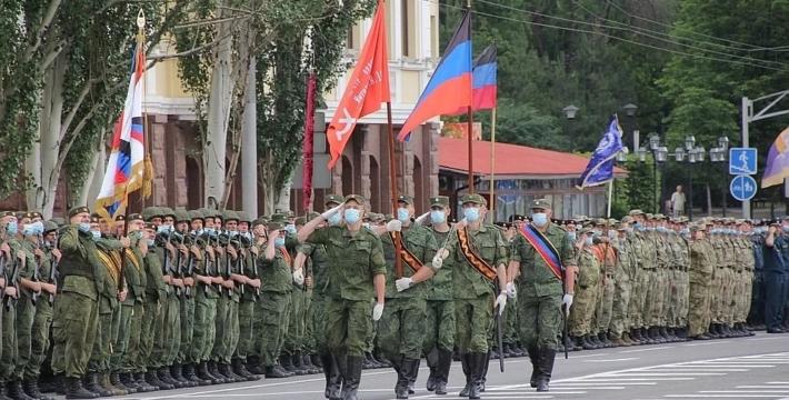 В России проходят парады Победы