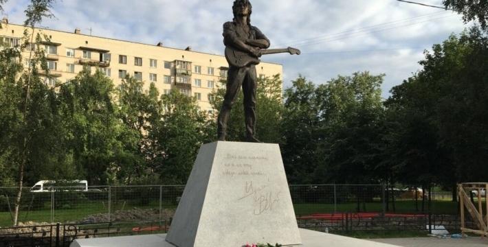 Памятник Цою установили в Петербурге к годовщине со дня гибели музыканта