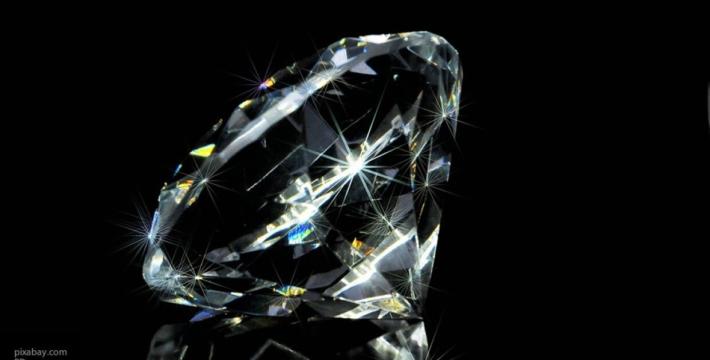 Крупнейший в российской истории цветной алмаз добыли в Якутии