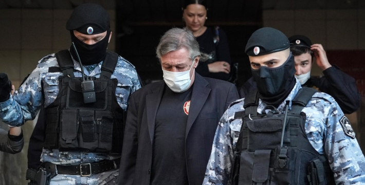 Суд приговорил Михаила Ефремова к 8 годам колонии общего режима