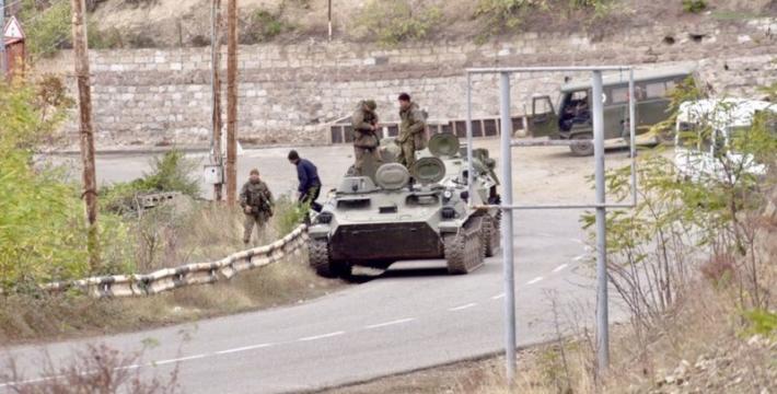 Армяне оставляют Лачин, несмотря на конец войны в Карабахе и прибытие российских миротворцев