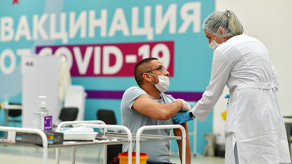 Росздравнадзор назвал число жалоб на негативные реакции после вакцинации