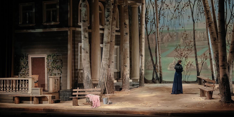 МХАТ им. М. Горького представит 8 октября премьеру спектакля «Розовое платье»